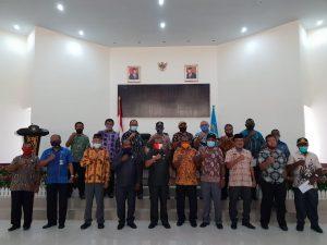 Foto bersama seusai penandatanganan deklarasi.