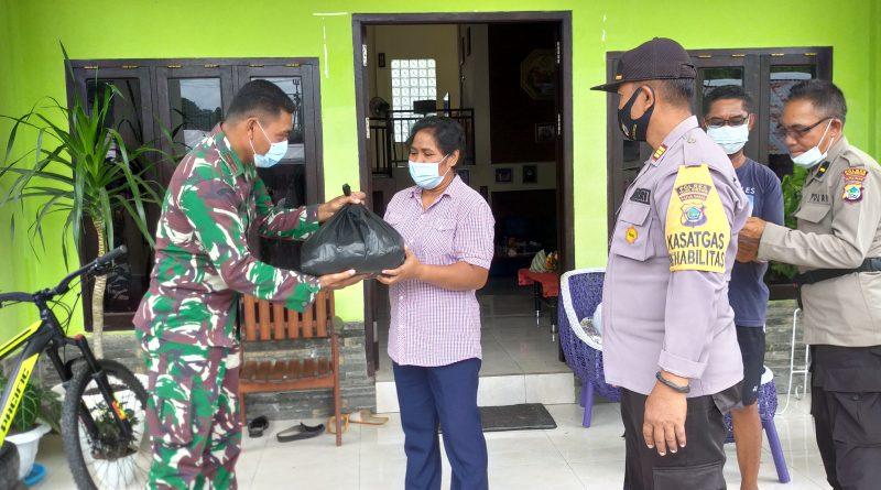Petinggi TNI – POLRI Berikan Sembako Untuk Tokoh Agama di Bintuni