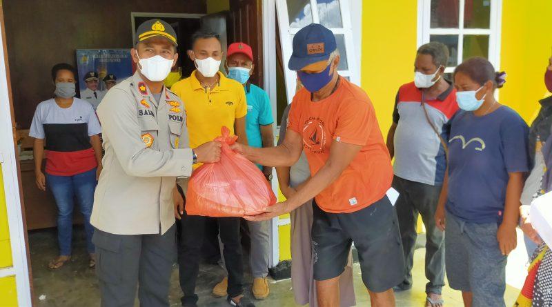 Polres Teluk Bintuni Sambut Idul Fitri Bagi-bagi Sembako